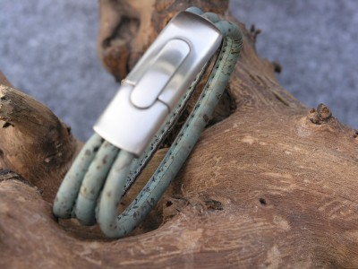 Korkarmband, blau-grün mit großem Edelstahlverschluss, matt